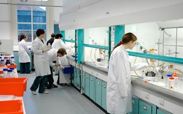 Pisos para laboratorios quimicos impernet for Laboratorio con alloggi